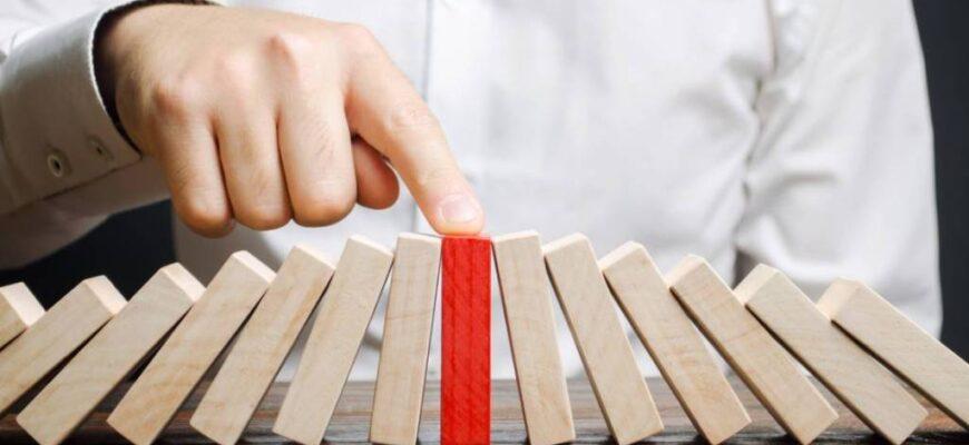 businessman stops collapse domino effect stress resistance business financial stability recovery t20 wlye3l 870x400 - Процедура банкротства физического лица