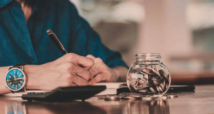 canadian household savings declining 750x400 - Цена
